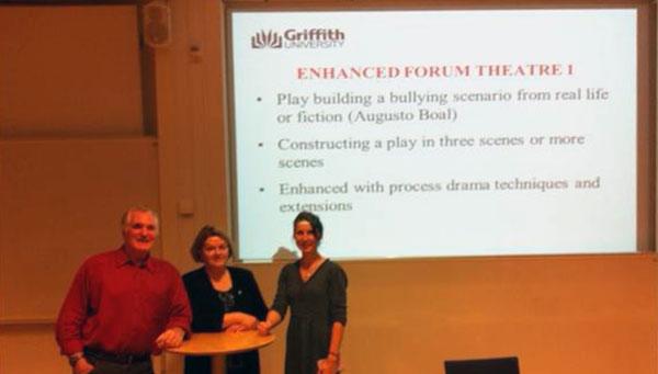 Bruce Burton och Andrea Burton föreläste och ledde workshops om drama som pedagogiskt verktyg.