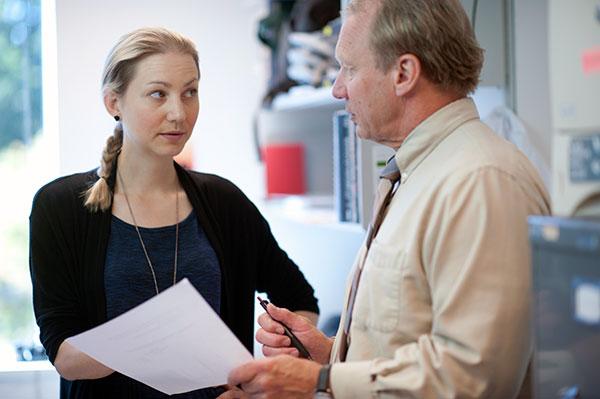Sofia Frost i samtal med Dr. Oliver W. Press, som forskar om nya immunterapeutiska metoder för behandling av lymfom, leukemi och myelom.