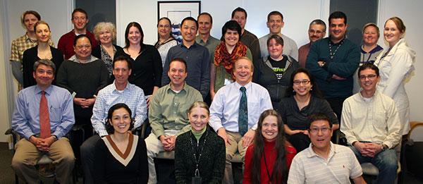ARBETSKAMRATER. Medlemmarna i Press Lab samlade. Sofia Frost står näst längst bak, till vänster.