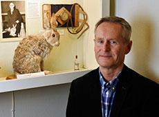 Anders Lehmann vid Jörgen Lehmanns monter på Medicinhistoriska Muséet, Göteborg. Foto: Thomas Gütebier, Medicinhistoriska Muséet
