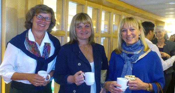 Mechthild Gross, Liselotte Bergqvist och Anna-Karin Rinkqvist fångade i en fikapaus.