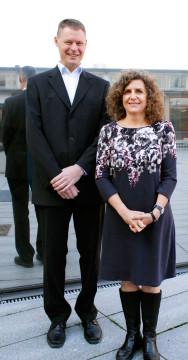 Max Petzold, värd för Sharon Fonn under promoveringshögtiden.
