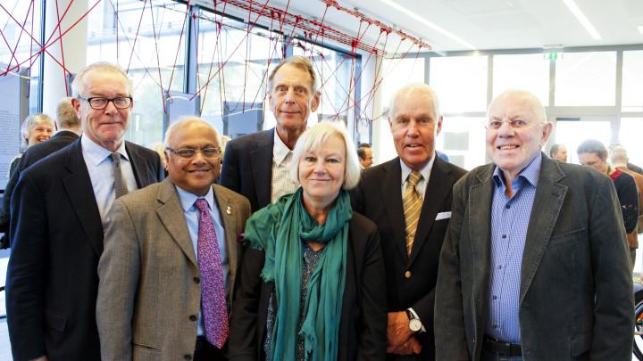 Salim Yusuf har samarbetat med en rad hjärtforskare i Göteborg under årens lopp. Flera av dem närvarade vid festföreläsningen och samlades till en gruppbild.