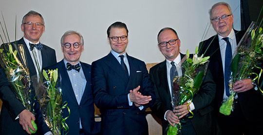 Prins Daniel tillsammans med mottagarna av Nordiska Medicinpriset 2015: Roald Bahr, Lars Engebretsen, Michael Kjær och Jon Karlsson. Foto: Lars Nyman
