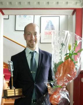 Michael 'Mike' Winder tog emot årets pris pris, diplom och blommor på Villa Medici på Valborgsmässoafton.
