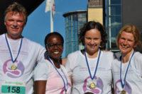 Fyra forskarkollegor sprang en mil för cancerforskningen