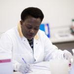 Även utländska apotekare och biomedicinska analytiker kan nu komplettera sin utbildning vid GU