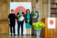 Drottning Silvia delade ut alzheimerpris till Michael Schöll och Ingmar Skoog